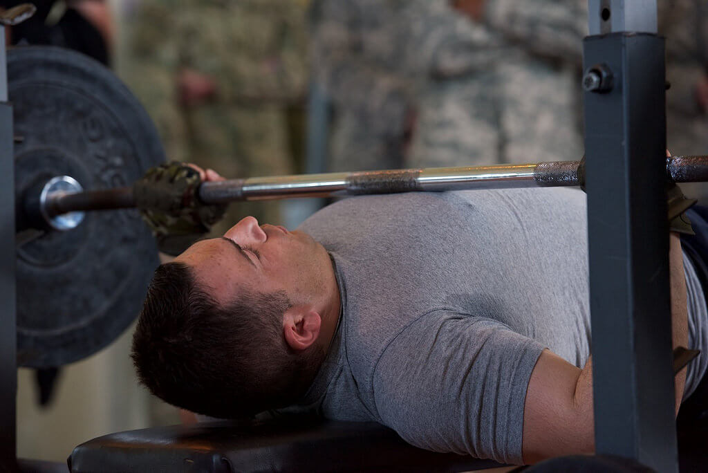 healthy shoulders in the bench press